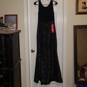 R&M Richard's gown size 6